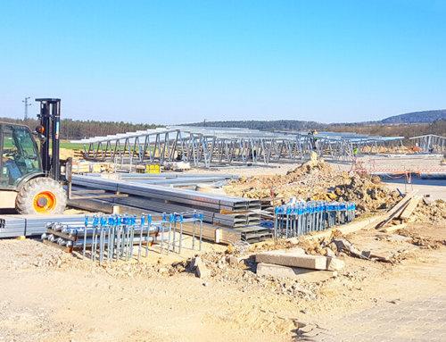 Nové haly LLENTAB jsme začali stavět i první prázdninový měsíc