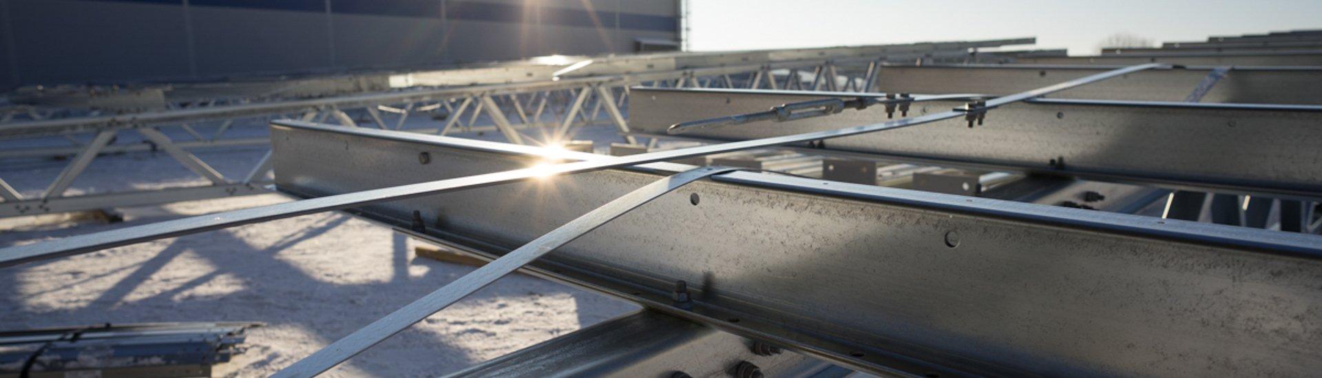 Ocelová konstrukce montované střechy haly LLENTAB
