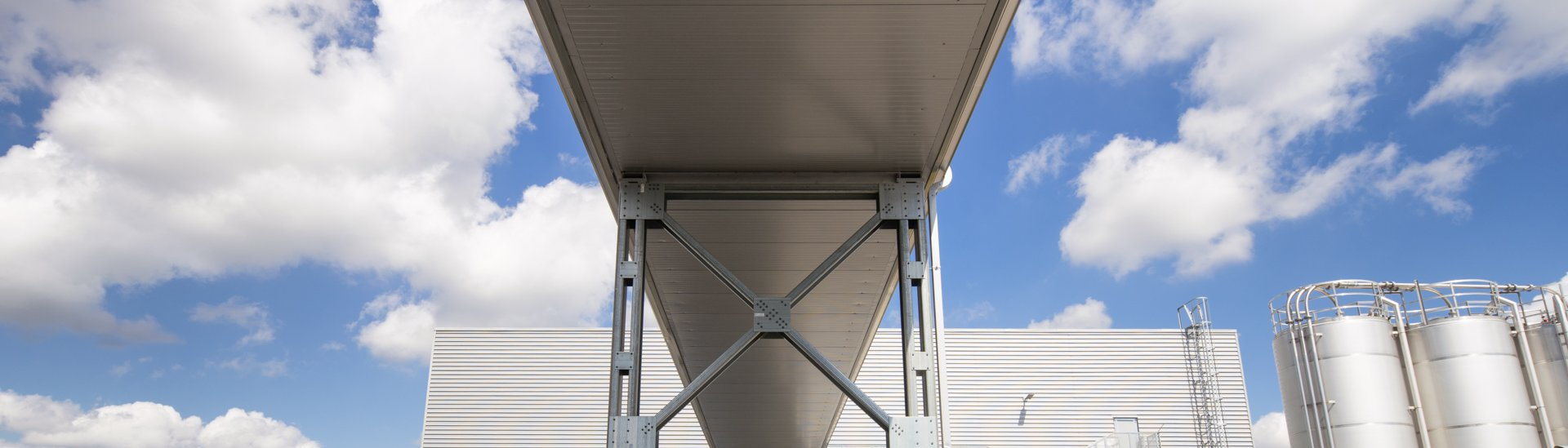 Steel buildings technical information, CZ0741 Rimowa bridge