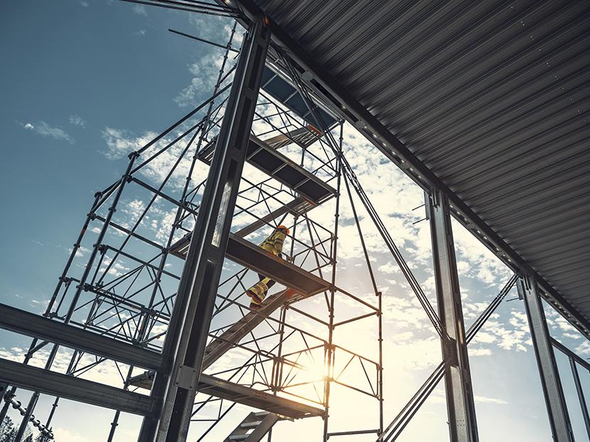 výstavba hal v červnu